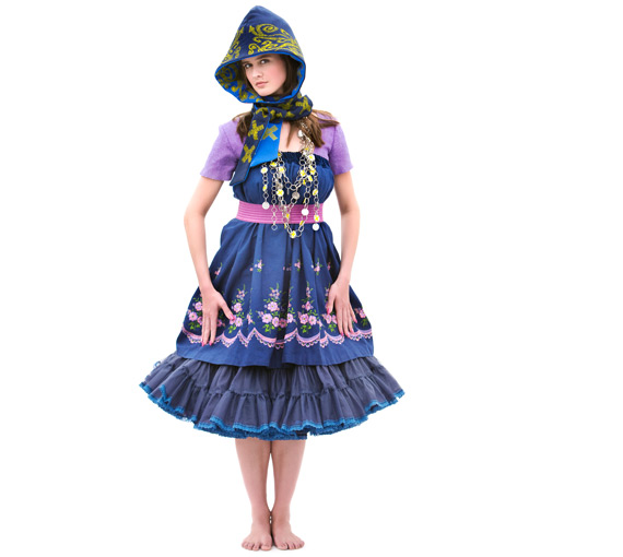 The traditional costume is an consistently , harmonical jewelleryensemble,new combining and newly interpreting, modern and traditional characteristics, shapes, materials, techniques, patterns and statements, eintracht, harmony