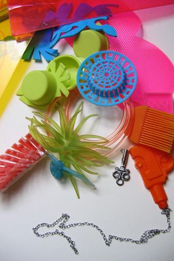new Stilllive, Installation, Jewelleryart, Materialpainting, Painting with Materials, 3d Painting, Plasticinstallation, Plasticpainting, Plastik, Malerei mit Materialien,