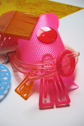 Stilllive, Desktop, Jewellery, Art, Installation, Jewelleryart, Materialpainting, Painting with Materials, 3d Painting, Plasticinstallation, Plasticpainting, Plastik, Malerei m